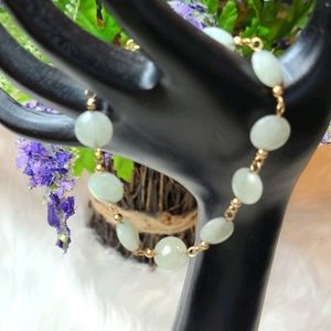 DAINTY GREEN JADE AND GOLD BRACELET